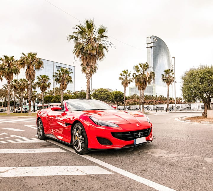 Drive around the district of Barceloneta