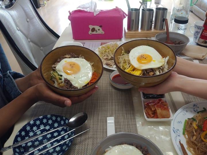 Foreigners's cuisine  number 1  Bibimbob