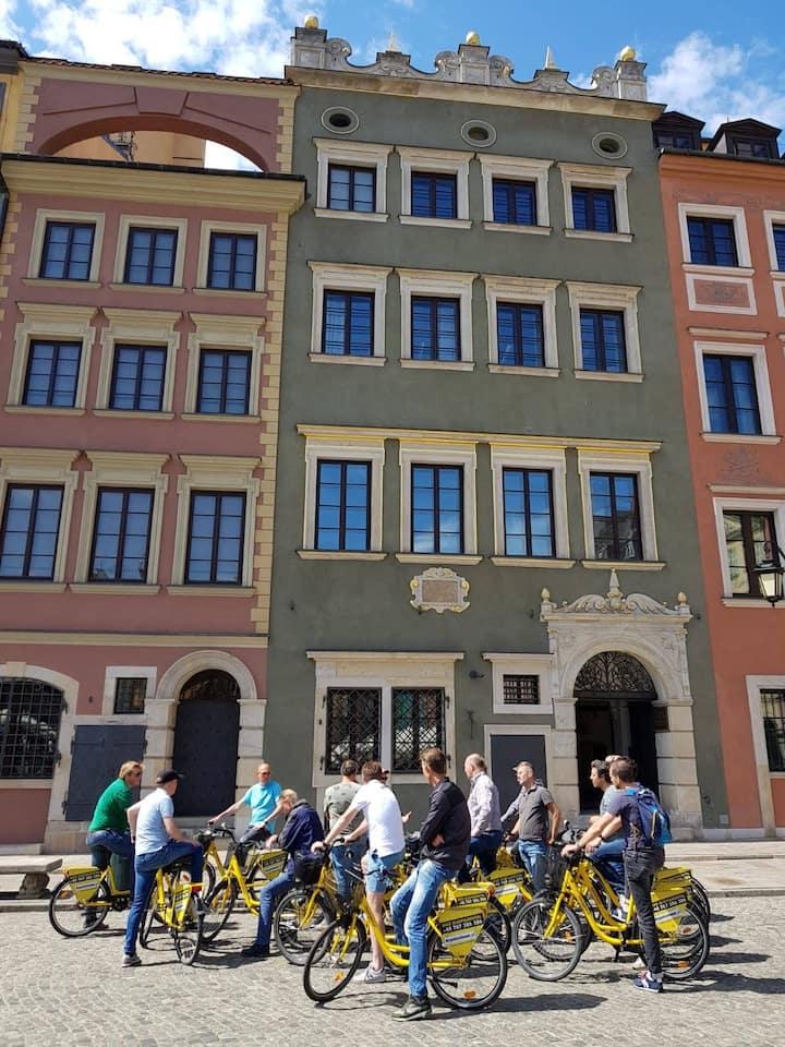 Bike tour stop in Market Square