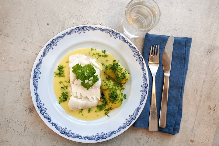 Steamed cod with lemon sauce