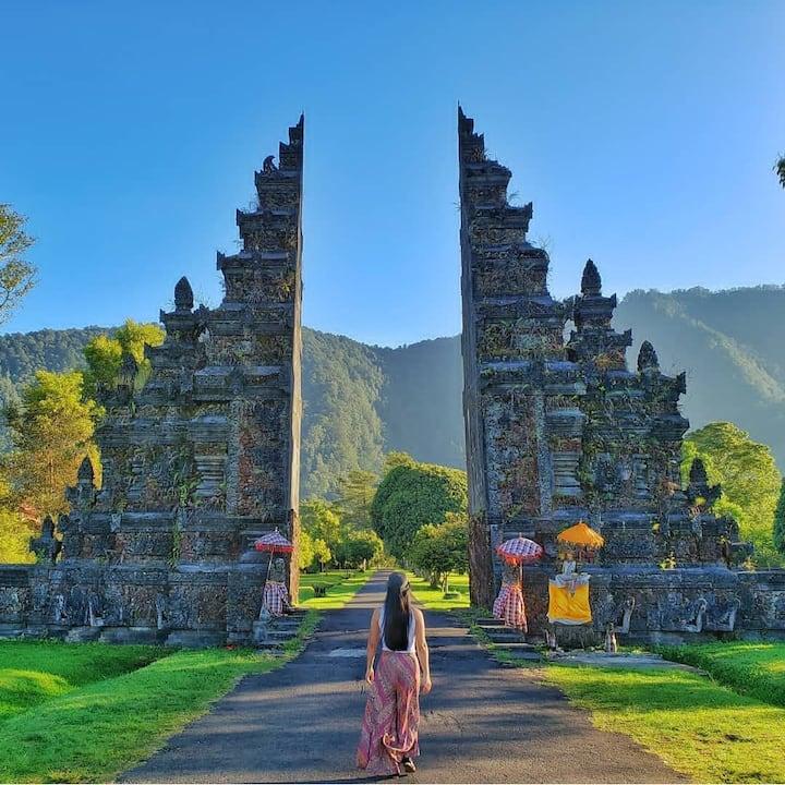Handara Gate