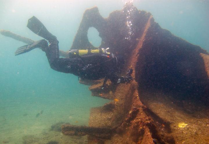 Diver at Lidador