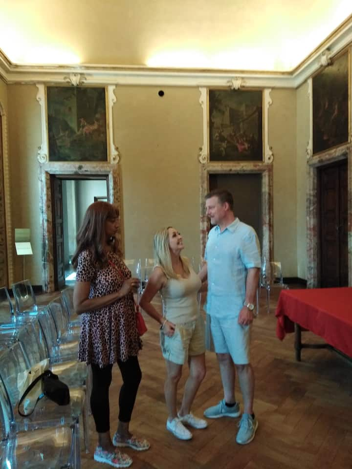 Me with  guests at Villa Olmo