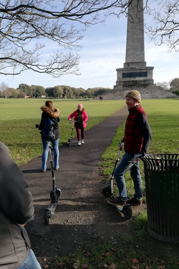 Guests at Wellington Monument