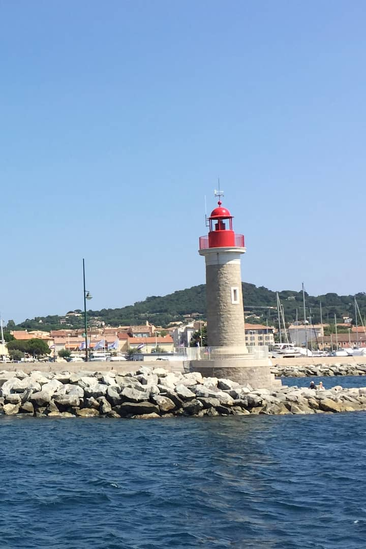 Le phare du port de Saint-Tropez