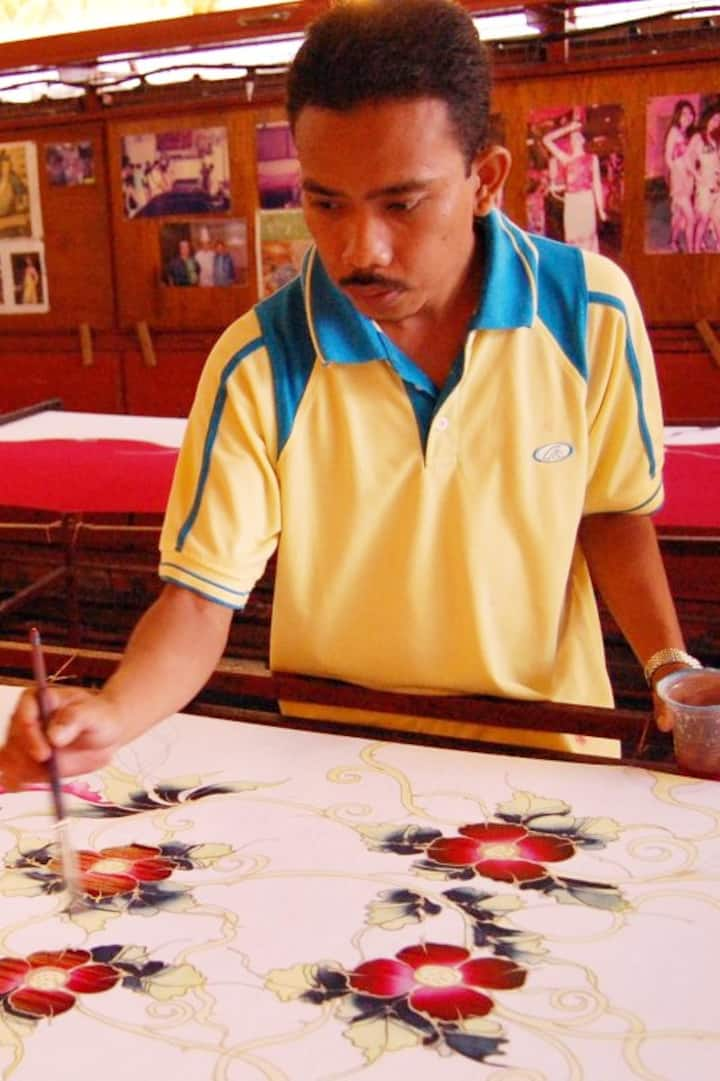 Drawing batik in action..
