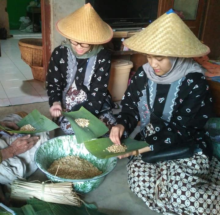 Making tempe (soybean cake)