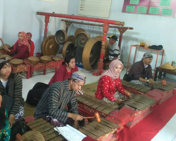 Gamelan(javanese traditional instrument)
