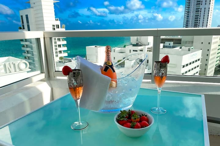 FontaineBleau, 1 BR w/ Free Valet & Spa Passes