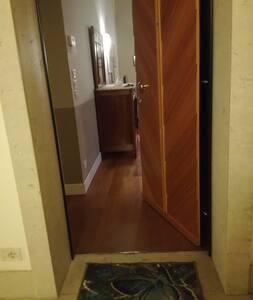 Entrata appartamento spaziosa piu' di 91 cm.