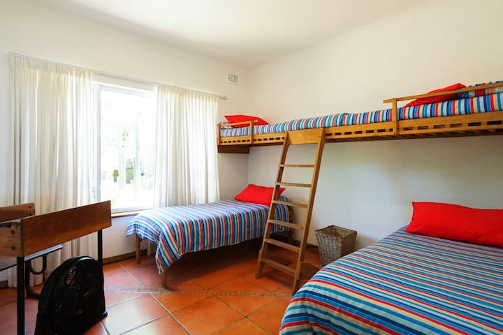 DOWNSTAIRS The Bunk Bed Room Great for kids!!! Teenagers or younger singles