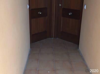 Puerta de entrada al apartamento