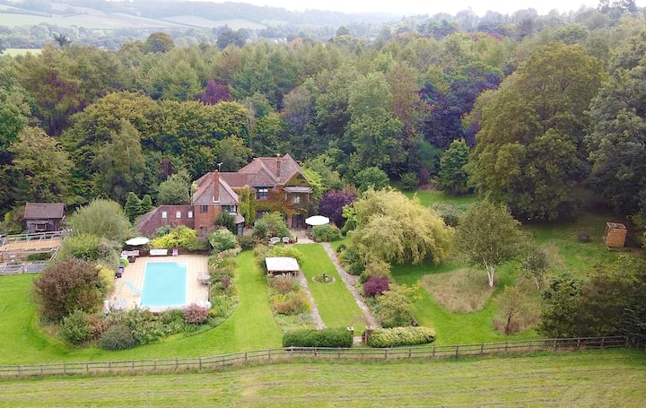 THE LIMES - country home with heated swimming pool