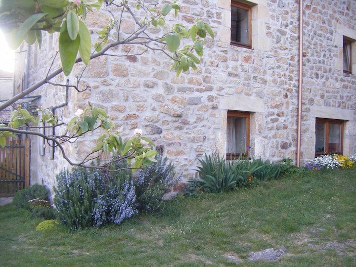 Belle Petite Maison enArdèche Verte