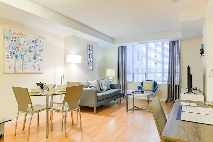 Ultimate downtown location sleeps 2
