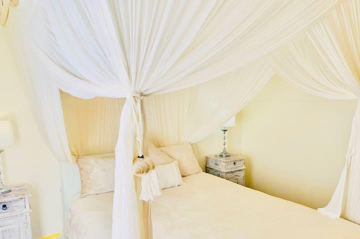 Balyarta Om Sunny Lotus Room Byron Bay.
