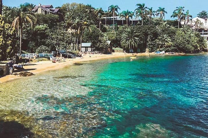 Dog Friendly Beachside Studio *Swim Love Eat Relax