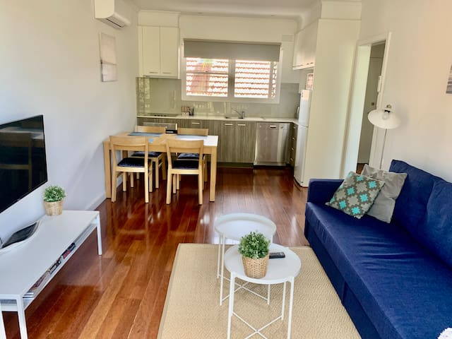 ** ELWOOD - NEWLY RENOVATED & SUPER CLEAN
