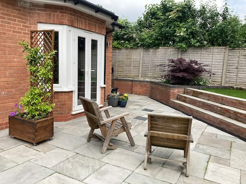 Beautiful 1 bed private annex in Central Solihull
