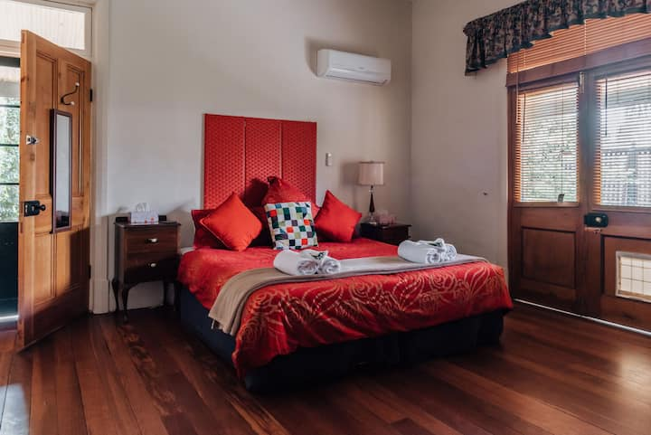 Barossa Dreams Ruby Suite full kitchen in Tanunda