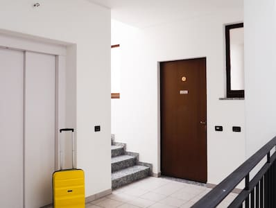 The apartment is on the first floor opposite the spacious elevator and at the wide stairs.  The elevator and the front door have no thresholds