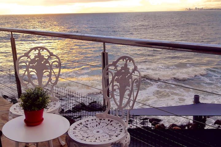 185 on Beach Deluxe Seaside Suite