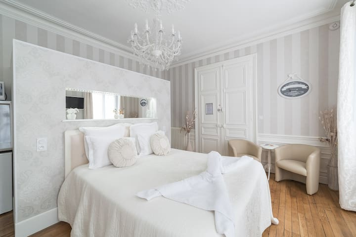 Chambre avec vue sur jardin à la Française