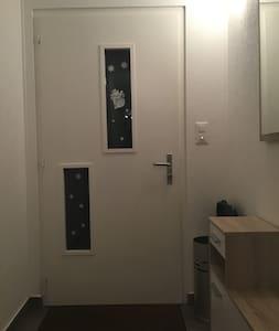 Couloir, porte d'entrée à plain-pied