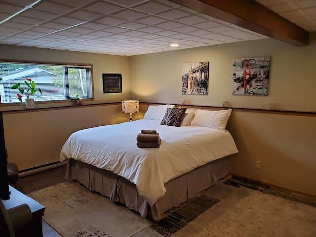 Bedroom 1: King sized