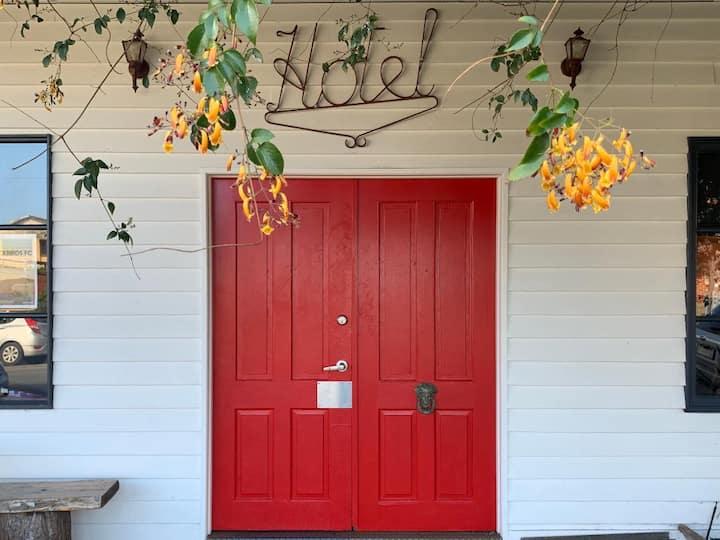 Archies Creek Hotel - Bedroom 3