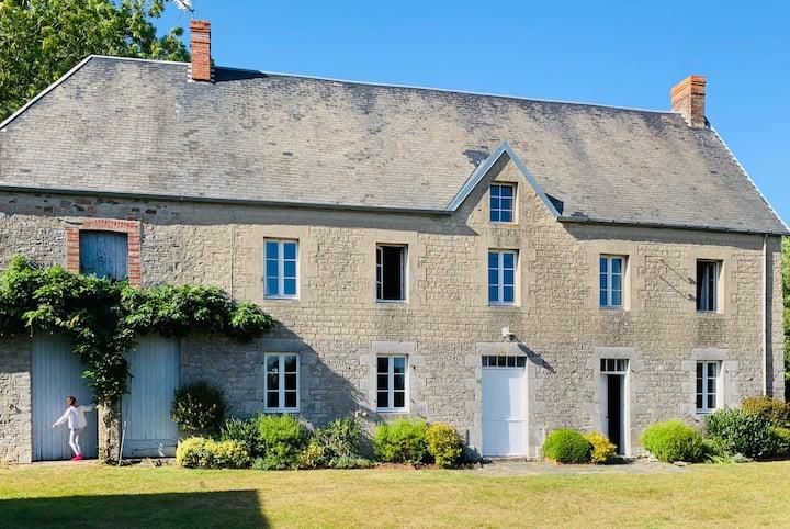 La Ferreterie ( Ferret House)