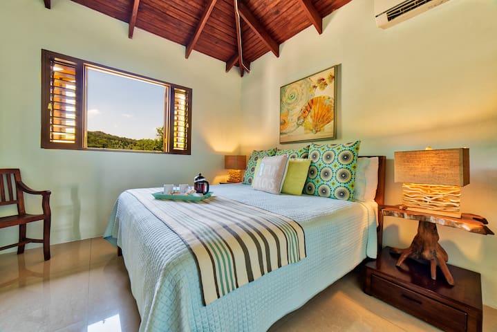 Front king Bedroom with en-suite bathroom