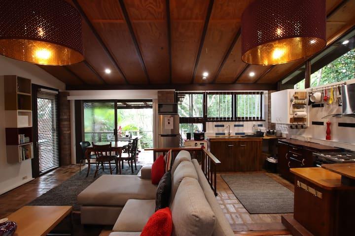 305 Montville - The Artist's Cottage