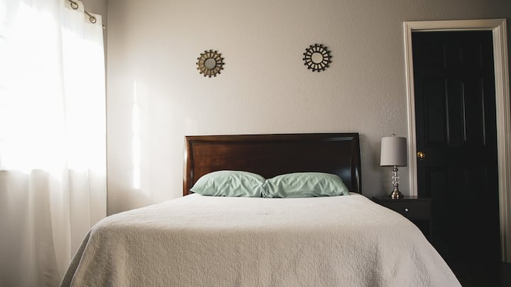 Cozy, well lit room in Salinas, near Monterey Bay