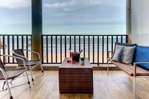 Апартаменты Spectacular Oceanfront в Acqua Resort