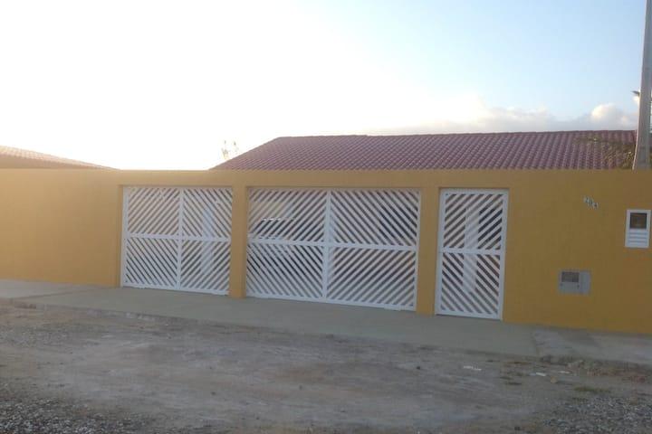 Casa a 3 Quarteirões da Praia