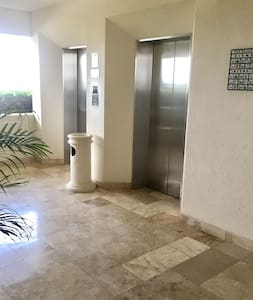 Since the valet receives your car, and you enter the elevator and cross the hall to access the interior of the apartment, there are no steps or ramps. The entire route is absolutely flat.