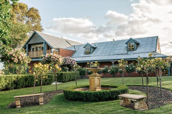 Lawson Lodge Country Estate & Private Golf Course