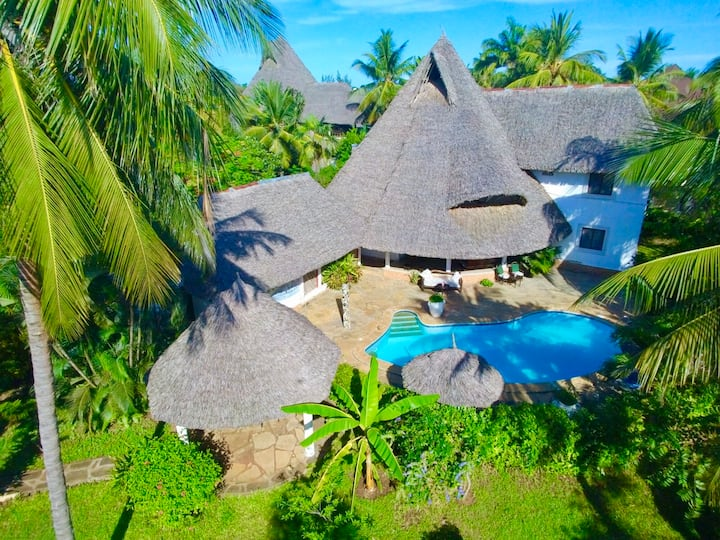 Luxury Diani Beach Villa with pool & chef