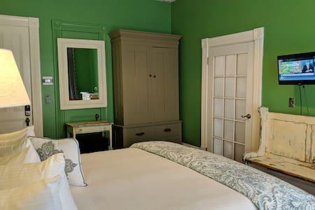 Room View (Shelburne, King Bed, 1st Floor, Main Building)
