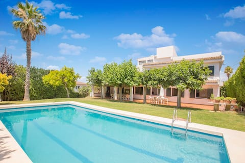 Cute Spanish Villa with Private Pool by the Beach