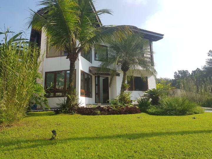 Bertioga linda casa na praia cond hanga roa