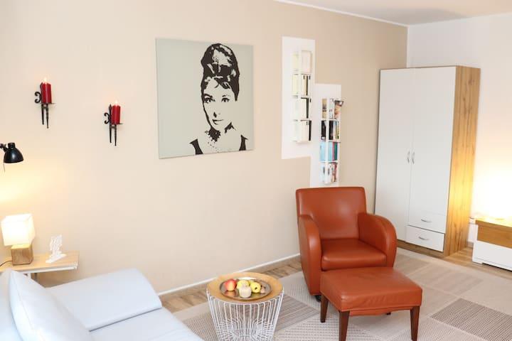 Riesling: hell zentral freundlich: mainz-lounge.de