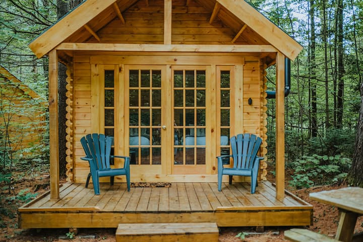 Muskoka Glamping Cabin in the Forest