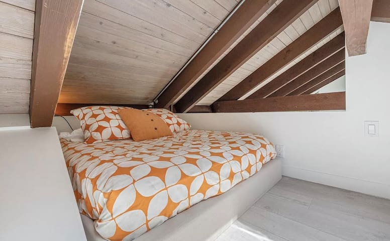 Upstairs Loft has a Full bed. **THE LOFT IS NOT SUITABLE FOR CHILDREN UNDER THE AGE OF 9**