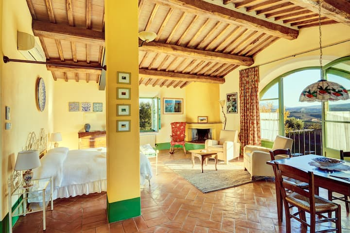 Panoramic Tuscan Loft, Great Views, Long-Stay