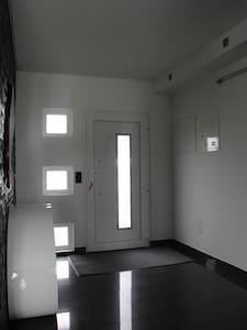 Porte d'entrée sans seuil sans marche