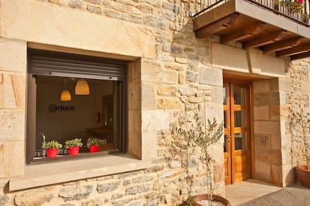 Acceso sin barreras y puertas de ancho especial desde la casa a jardín y lavadero