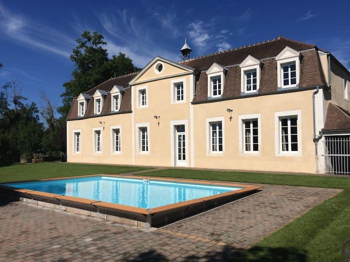 Gîte Château de Montboulon 4* Spa+piscine 14pers.