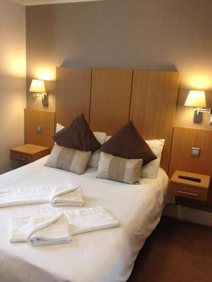 Double Ensuite Room - Buckingham Hotel